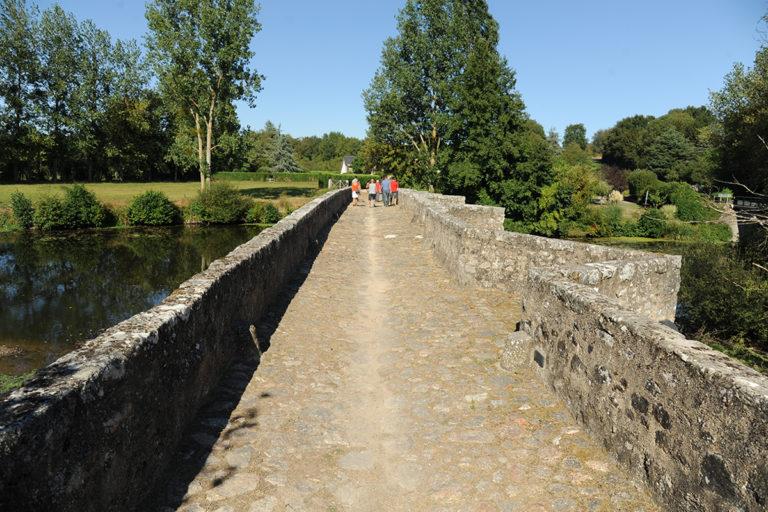 Absence de fleurissement, pont de Gourgé