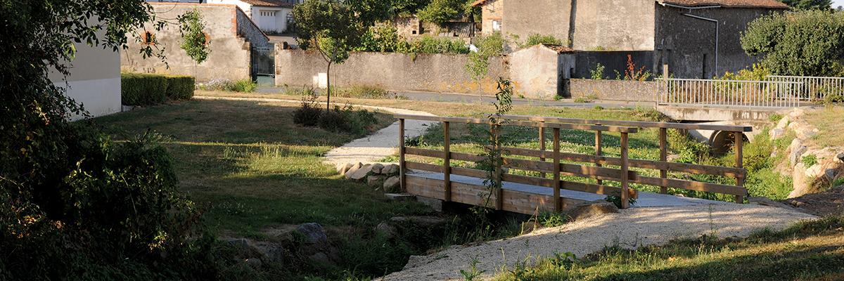 Passerelle à Saint-Pierre-des-Échaubrognes